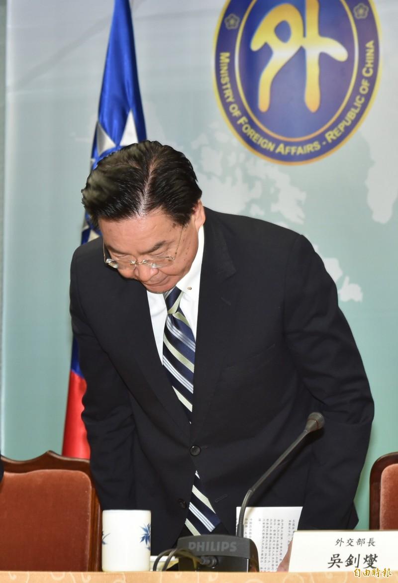 外交部長吳釗燮強調會負起政治責任不迴避 ,去留由總統決定。(記者塗建榮攝)