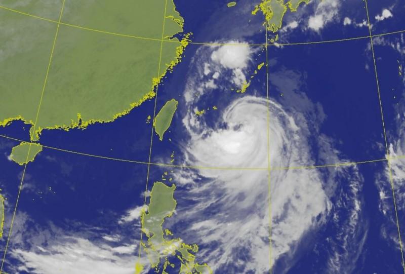 「塔巴」經過1天的發展,威力變強,同時也離台灣更近了。(中央氣象局)