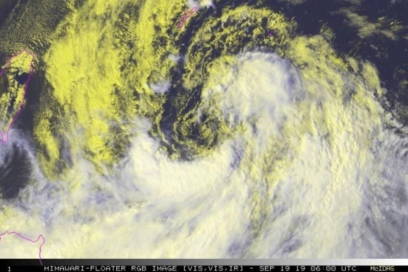 美氣象專家研判,颱風會在週日起開始侵襲日本與南韓。(圖擷取自Jason Nicholls推特)