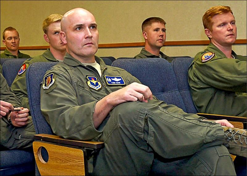非法運送彈藥? 美飛行員遭中拘留
