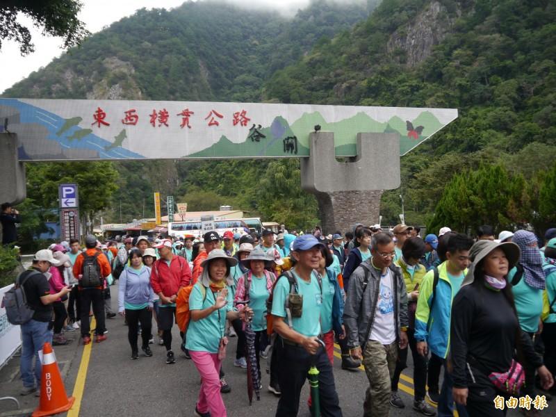 中橫谷關梨山段也管制20年了! 千人健行紀念921