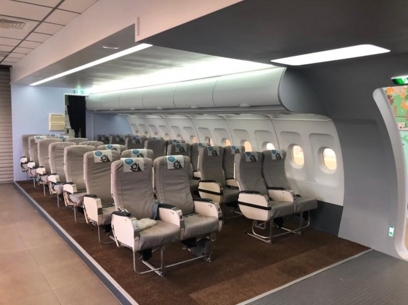 新航空公司?君毅中學建置「機艙教室」 培育航旅服務人才