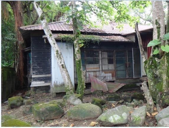 松山療養所所長宿舍修復前外觀斑駁破舊。(台北市文化局提供)