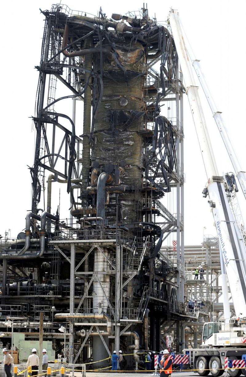 沙烏地阿拉伯的石油設施遭無人機以飛彈破壞,造成國際油價上漲。(路透)