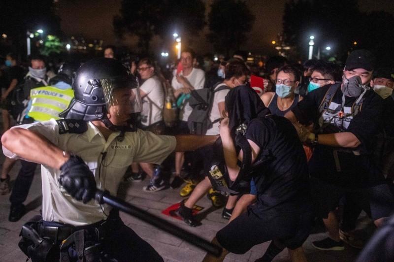 香港警方昨天更新「反送中」運動3個多月來的拘捕人數,總計1474人被捕。(法新社)