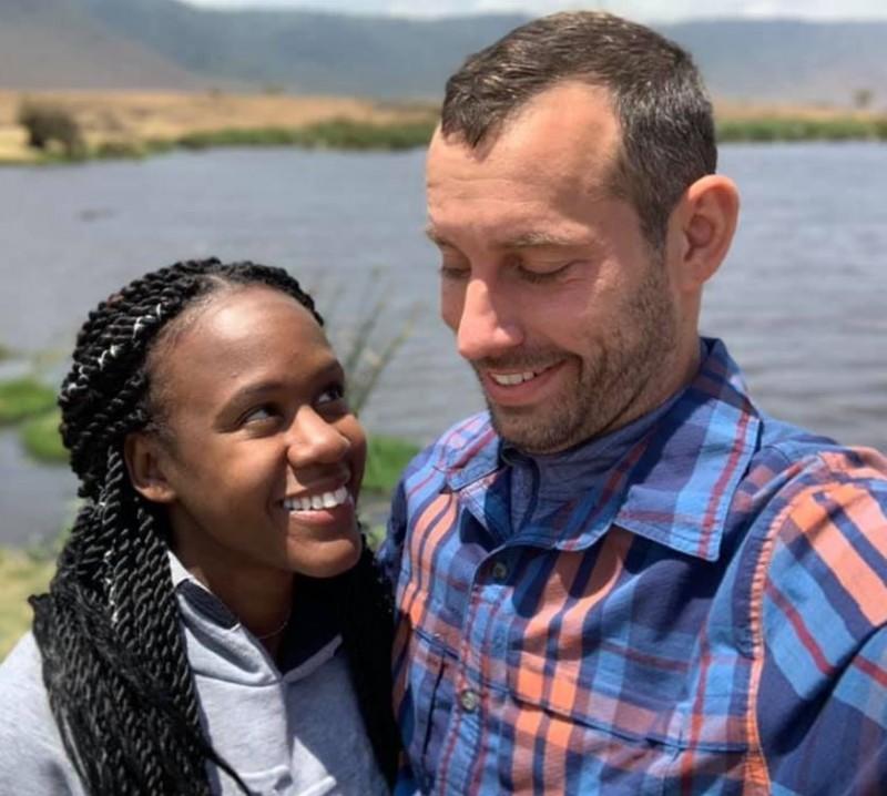 美國一對情侶韋伯(Steven Weber Jr)和安東尼(Kenesha Antoine)2人本週在東非的坦尚尼亞度假,韋伯在水下向女友安東尼浪漫求婚後,卻不幸身亡。(圖擷取自臉書)