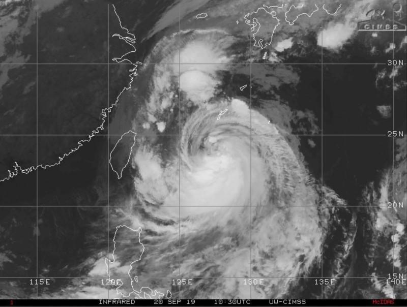 美氣象專家研判,颱風會在週六、週日開始侵襲日本與南韓。(圖擷取自Jason Nicholls推特)