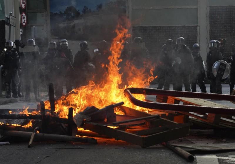 反送中》屯門爆警民衝突!警逮數名示威者、救護員