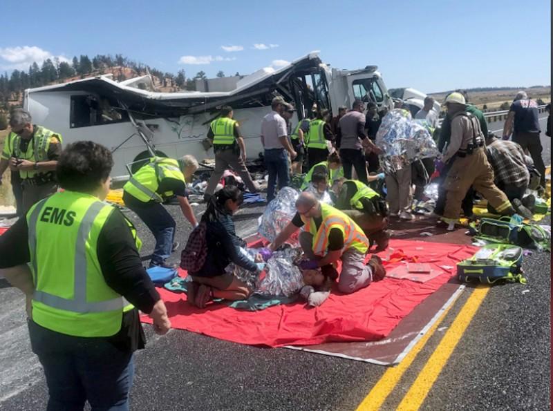 車上26名倖存者均受傷,被送往多家醫院,傷勢從輕度到危及生命都有,最初有7名遊客被列為重傷,其中4人是用直升機趕往醫院。(美聯社)