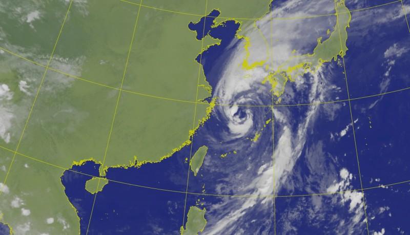颱風塔巴接下來會偏東行進,目前正朝日本九州方向移動。(圖擷自中央氣象局)