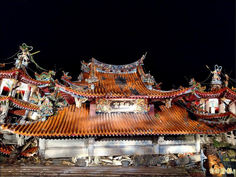 九二一大地震屆滿廿週年,位在震央的集集鎮地震遺址武昌宮舉辦點燈晚會。(記者劉濱銓攝)