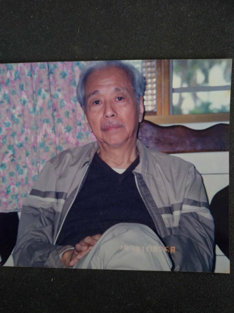 1993年10月26日,史明當時仍被通緝,坊間盛傳他是當天才潛返台灣,他也在林水華家拍照留念。(記者陳彥廷翻攝)