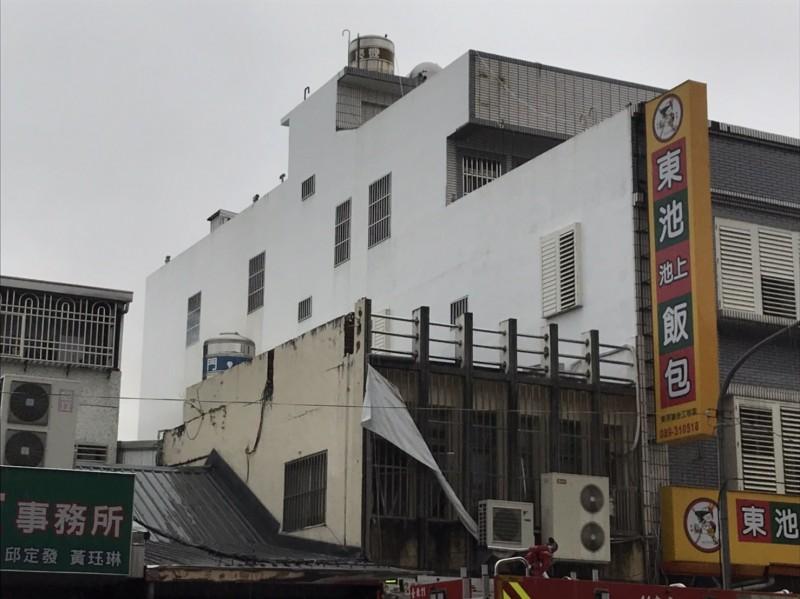 台東市更生路清晨傳火警,1樓東池池上便當店險遭波及。(記者陳賢義翻攝)