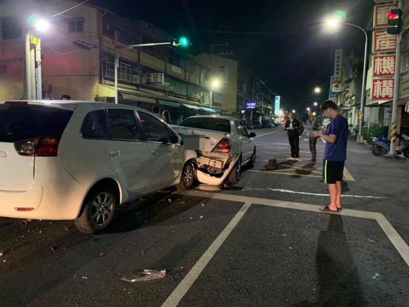 縣議員蕭如意,駕駛後方白色車輛不慎追撞前車,2位駕駛均受傷就醫。(翻攝田中人臉書)