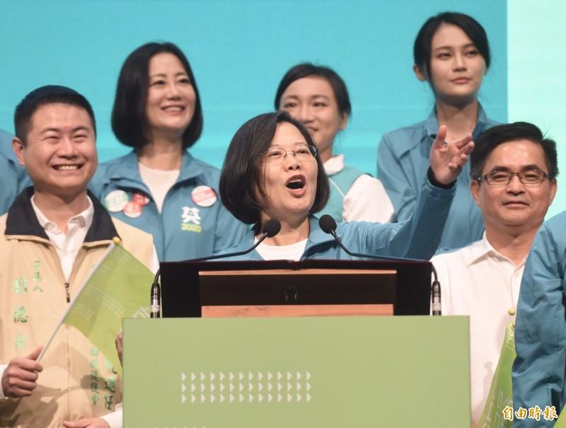 總統蔡英文22日出席2020蔡英文總統連任全國同鄉後援會成立大會,強調中國對台灣步步進逼,這是台灣人要團結的時刻。(記者簡榮豐攝)
