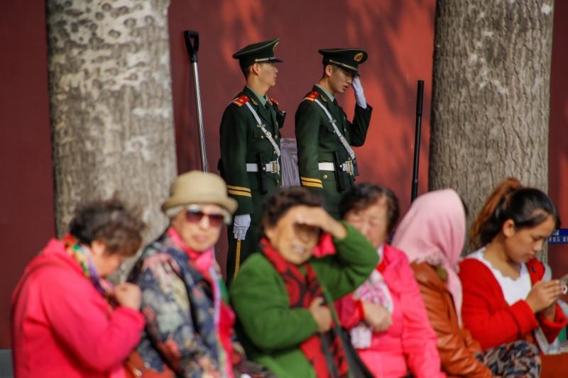 假尋親、真抓人!中國祭親情攻勢勸流亡者回國