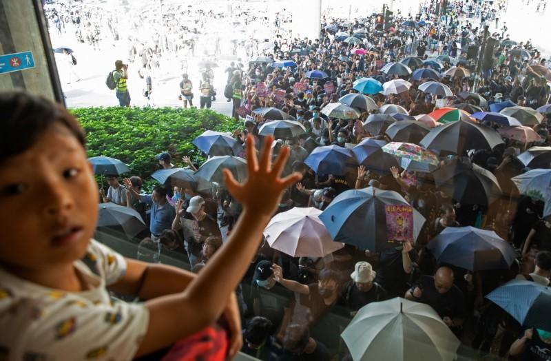 反送中》港政務司長嘆:連月示威影響兒童身心健康