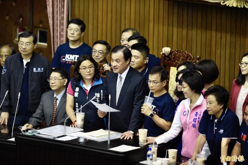 國民黨立委近期搶占主席台,為逼迫民進黨撤回《境外勢力影響透明法》。(資料照)