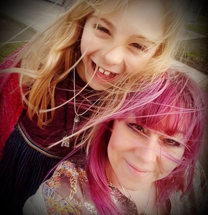 從3歲就想當女生! 英國最年輕跨性別者「合法」變女孩