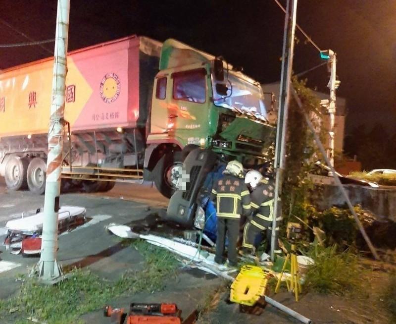 飼料車撞小貨車2死 17歲熱心少年傷重不治