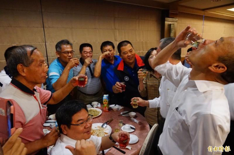 國民黨總統候選人韓國瑜頻傳喝酒事件。(資料照)
