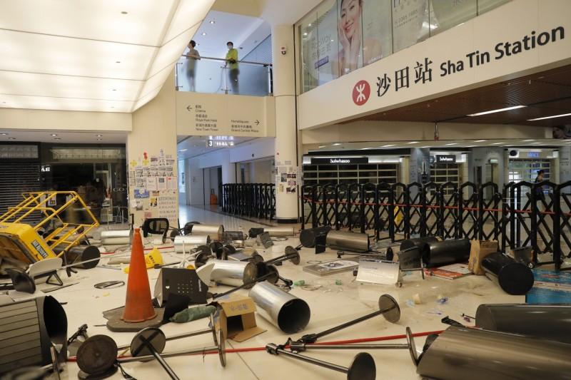 反送中》聚集商場示威 港鐵青衣站、沙田站、葵芳站關閉