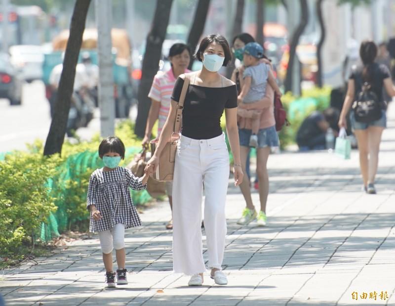 明(23)中南部空氣品質較差,請民眾多留意。(資料照,記者黃志源攝)