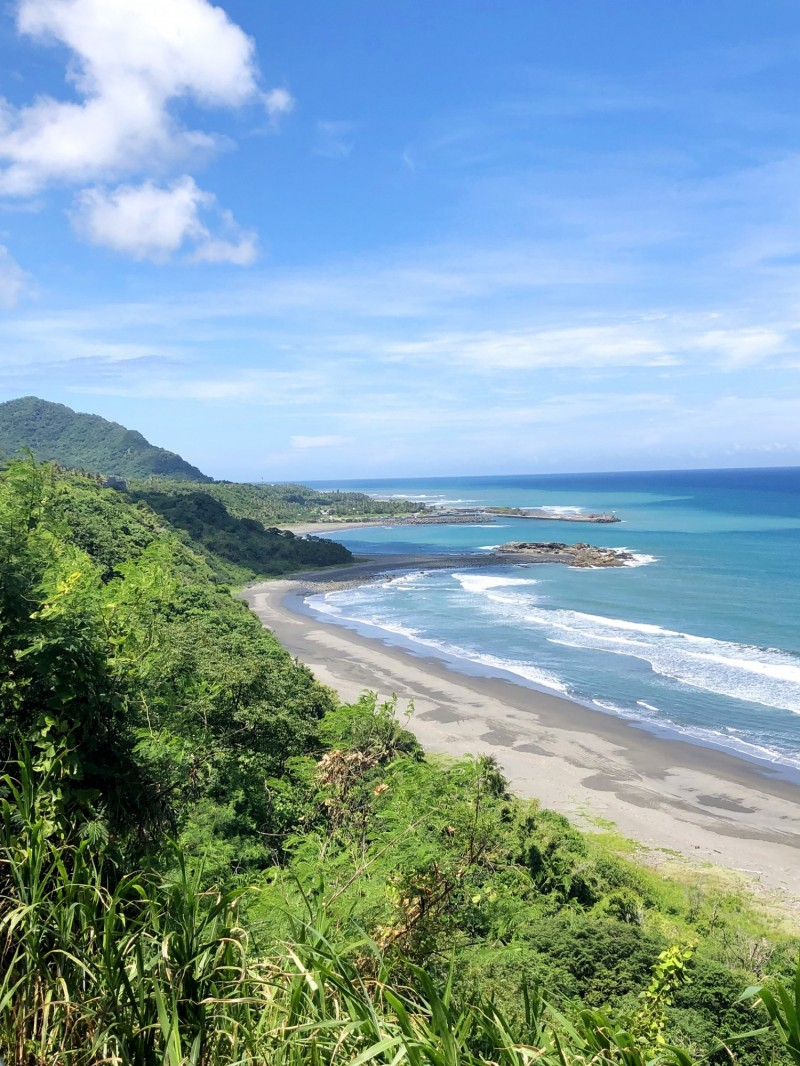 Provincial Highway 11 offers picturesque views, like this one between Hualien and Taitung. Photo: Chris Fuchs