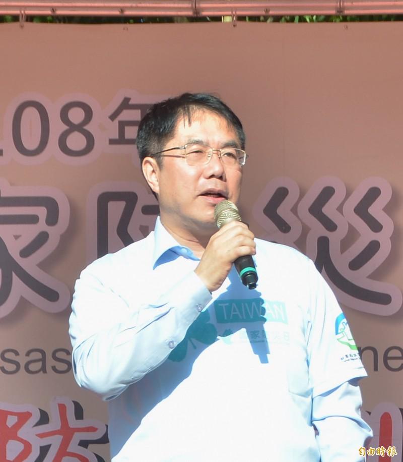 高雄市議會要準時下班,台南市長黃偉哲受訪時嘲諷「只有北韓才這樣吧」。(記者吳俊鋒攝)