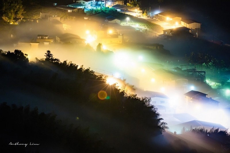阿里山公路頂石棹的琉璃光美景。(攝影師劉博文提供)