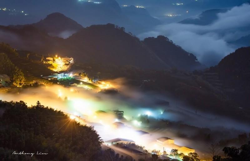 阿里山公路頂石棹詩情畫意的琉璃光美景。(攝影師劉博文提供)