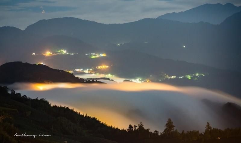 阿里山公路頂石棹雲海與琉璃光美景。(攝影師劉博文提供)