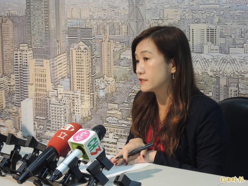 高市新聞局長王淺秋今天說,不管是採石油還是採醬油,韓國瑜市長從來把這列入政策白皮書。(記者王榮祥攝)
