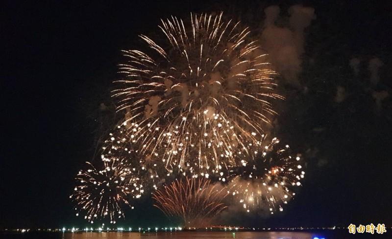 屏東國慶煙火明晚試放3分鐘,最佳欣賞地點卻在高雄市。(資料照,記者葉永騫攝)