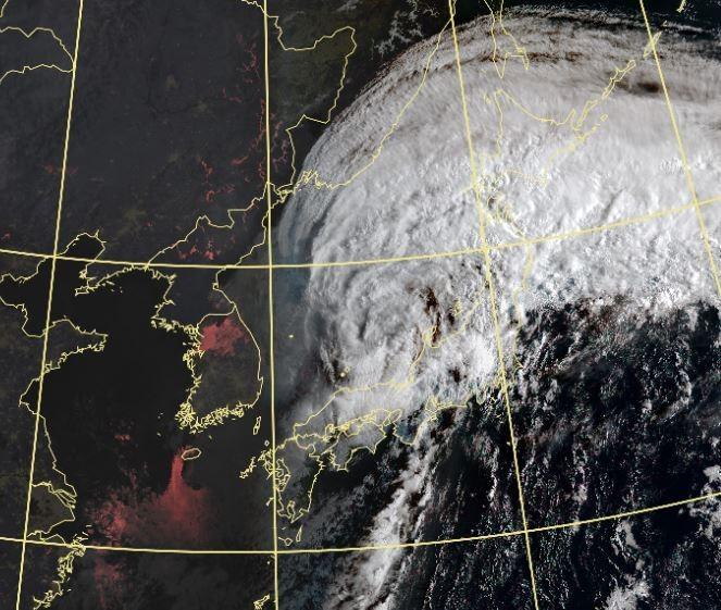 颱風「塔巴」挾強風豪雨侵襲 西日本6萬戶停電