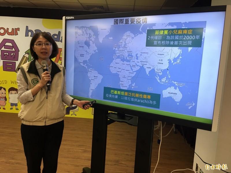 衛福部疾管署疫情中心主任劉定萍說明國際重要疫情。(記者林惠琴攝)