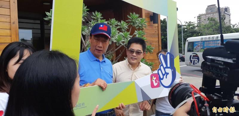 前台東縣長黃健庭(右)原是郭台銘(左)參選總統的副手人選,郭不選了,黃也不打算輔選國民黨總統參選人韓國瑜。(記者黃明堂攝)