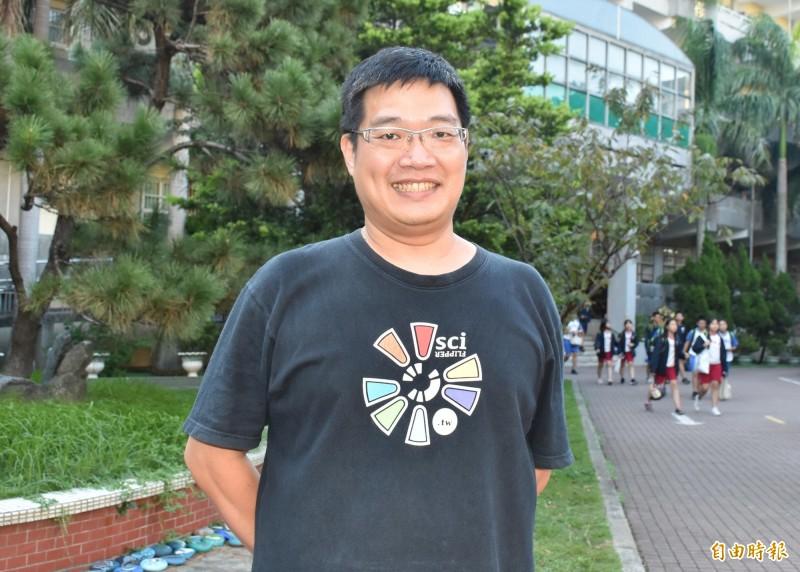 東興國中數學老師鍾元杰獲全國SUPER教師獎評審團特別獎。(記者李容萍攝)