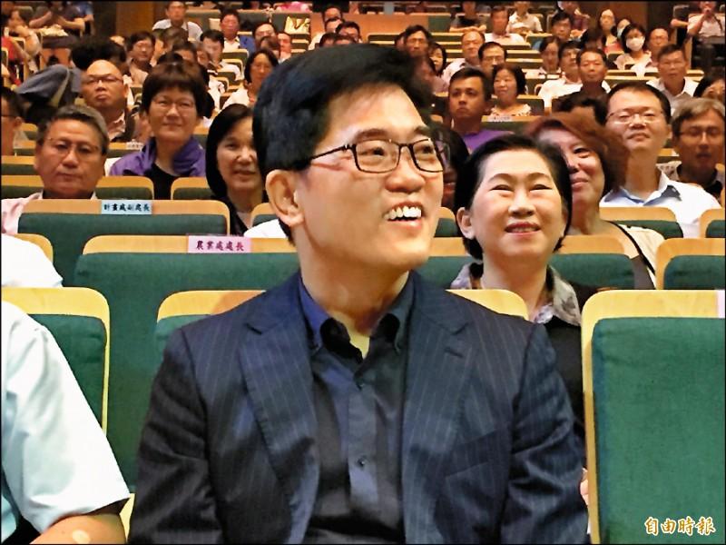 原本內定擔任郭台銘的副總統參選人、前台東縣長黃健庭,昨受邀到彰化縣進行專題演講。(記者張聰秋攝)