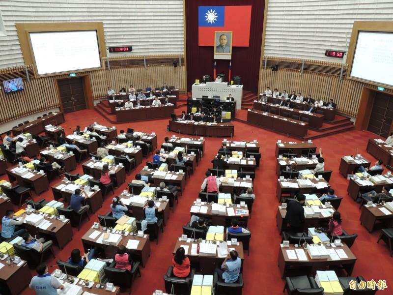 高市議會今開幕,藍綠再為市長質詢應否準時下班又吵一架。(記者王榮祥攝)