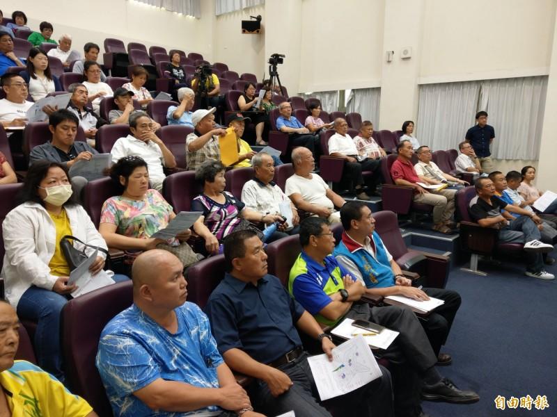 公設用地通盤檢討座談會首站來到水里鄉,吸引許多民眾參加。(記者劉濱銓攝)