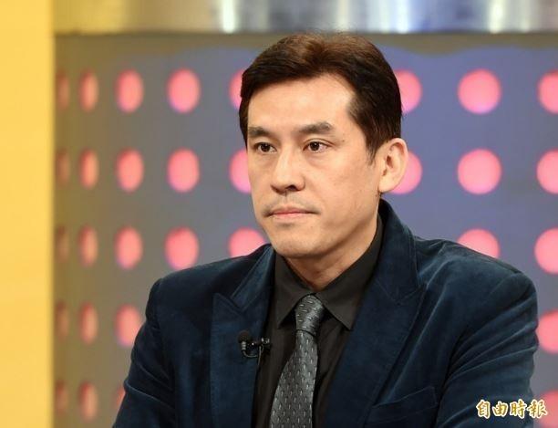 資深媒體人黃暐瀚說,他非常相信《TVBS》的民調,3個月前韓在長輩得票還大幅領先,現在有些都被蔡英文逆轉過去了。「基本上一對一沒有什麼機會了」。(資料照)