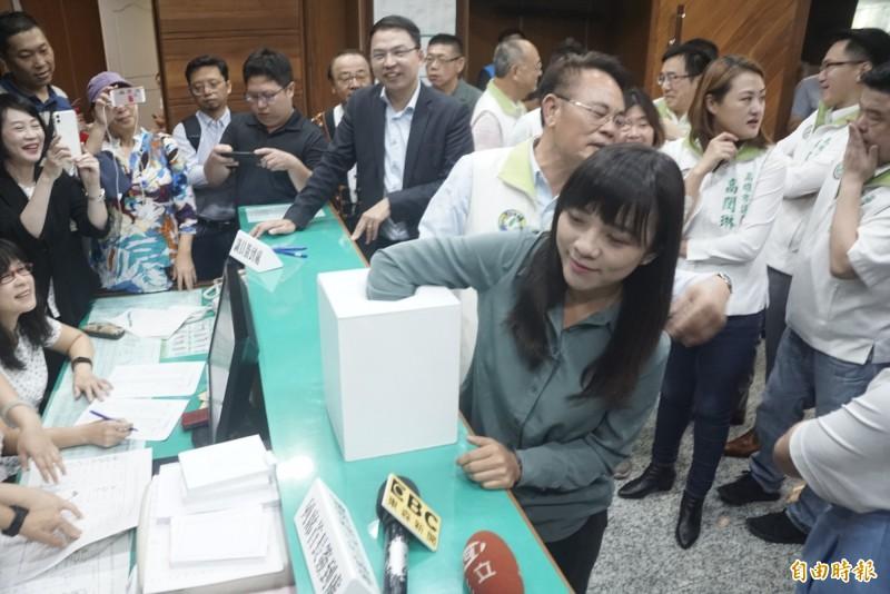 時代力量高市議員黃捷抽籤落榜,無緣質詢市長韓國瑜。(記者黃佳琳攝)