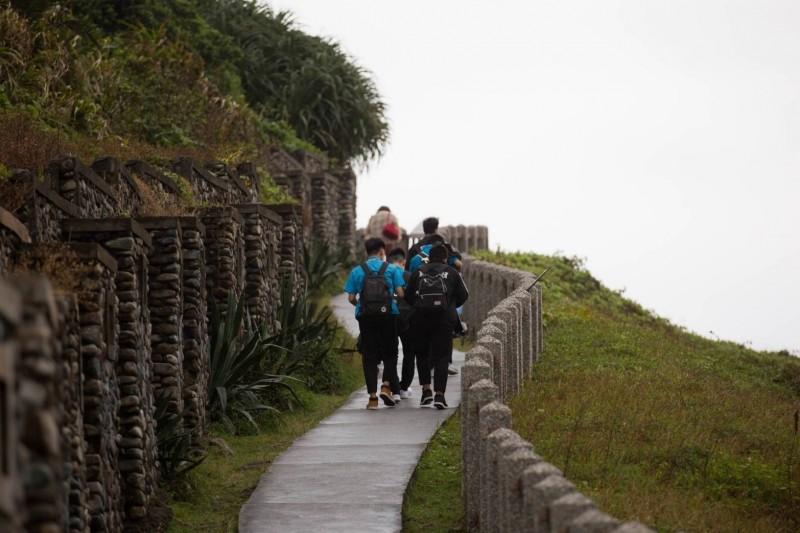 基隆市政府為年輕學子舉辦成年禮活動,安排他們到和平島。(基隆市政府提供)