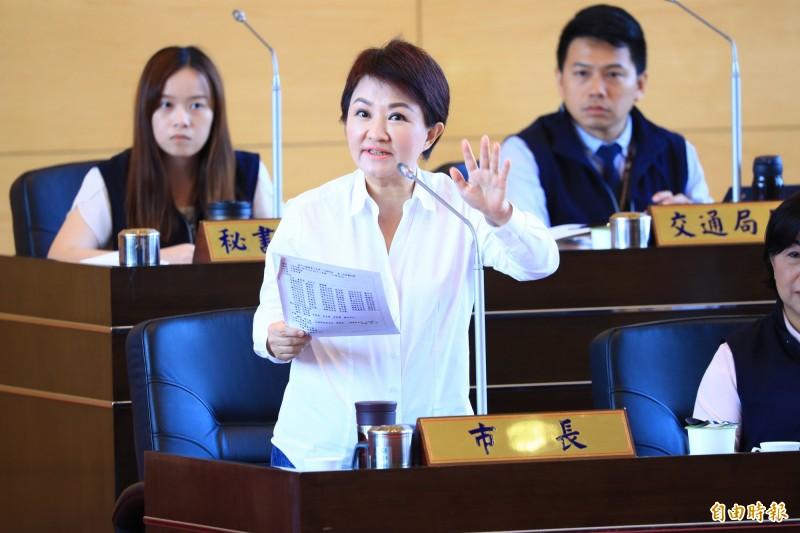 台中市長盧秀燕今在議會答詢表示,中火增加2部燃氣機組就要汰除4部燃煤機組。(記者蔡淑媛攝)