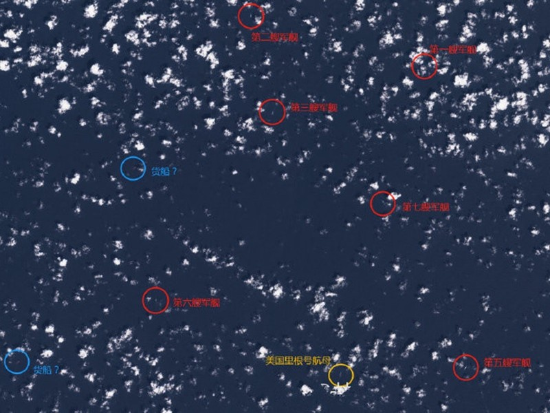 衛星圖顯示美航母雷根號在南海遭多艘中共軍艦「包圍」。(圖擷自微博「浙中指揮長」)