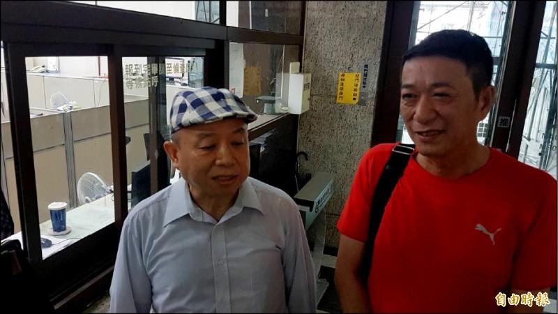 針對陳明文三百萬元案,黃越宏(左)、林國慶(右)昨天下午到嘉檢出庭說明。(記者丁偉杰攝)
