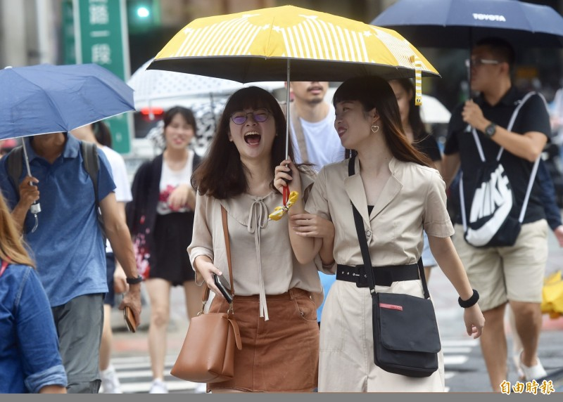 氣象局表示,今天北部及東半部地區有局部短暫陣雨。(資料照)