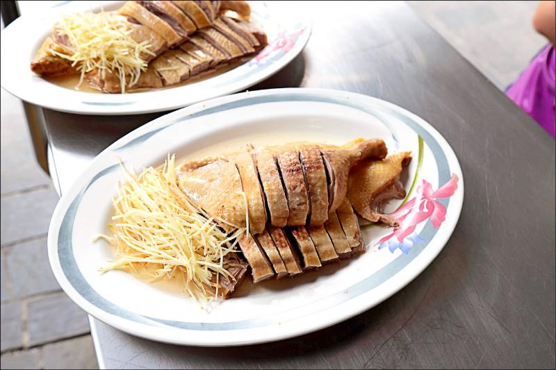 半隻鴨肉切盤/約400~450元(時價)自1958年開始營業的金山鴨肉, 鴨肉鮮甜有嚼勁,是來金山老街必吃的美食之一。(記者陳宇睿/攝影)