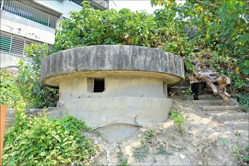 二戰時期,日軍在壽山地區建造大量的機槍堡。(記者許麗娟/攝影)